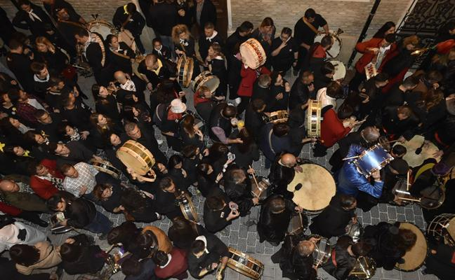 Los redobles convierten a Mula en la capital del tambor