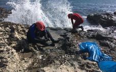 Las playas cercanas a la Torre de Cope 'pesan' 250 kilos menos
