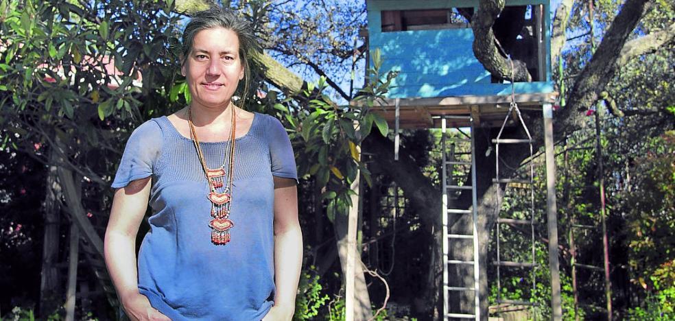 Lea Vélez: «La literatura se presentaba como alternativa emocional al franquismo»