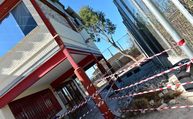 PSOE y Sterm denuncian el derrumbe de un fachada en el colegio Virgen del Rosario