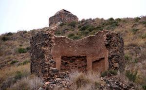 Los dueños de las ermitas del Monte Miral tienen seis meses para iniciar su arreglo
