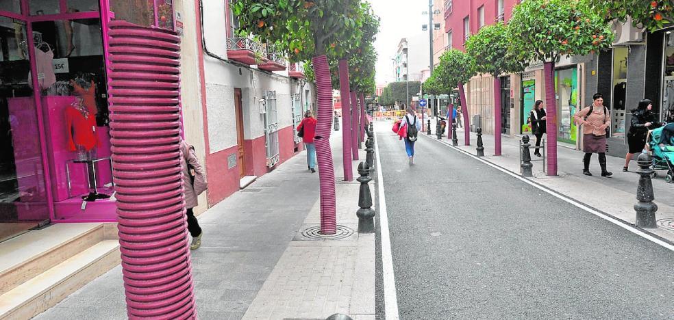 'Fundas' en los naranjos de la calle Poeta Carlos Mellado
