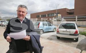 Juan Antonio Roca, ya con el tercer grado, trabaja en una asesoría y colabora con Cáritas