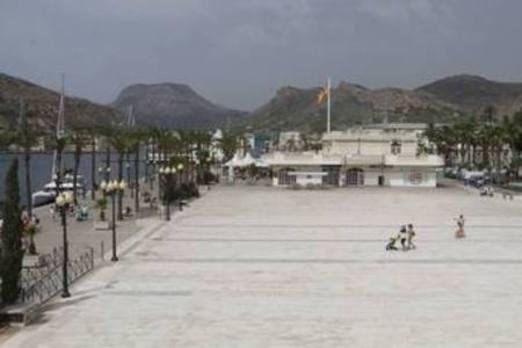 La falta de iniciativas del Ayuntamiento y del Puerto deja sin uso la explanada de Alfonso XII