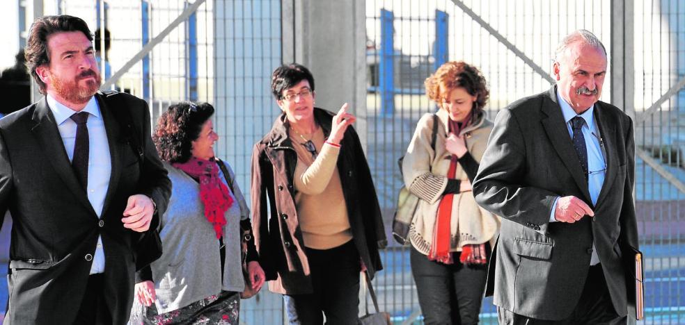 La cúpula de la Comunidad de Regantes de San Felipe Neri ignora cómo se pagó su sede