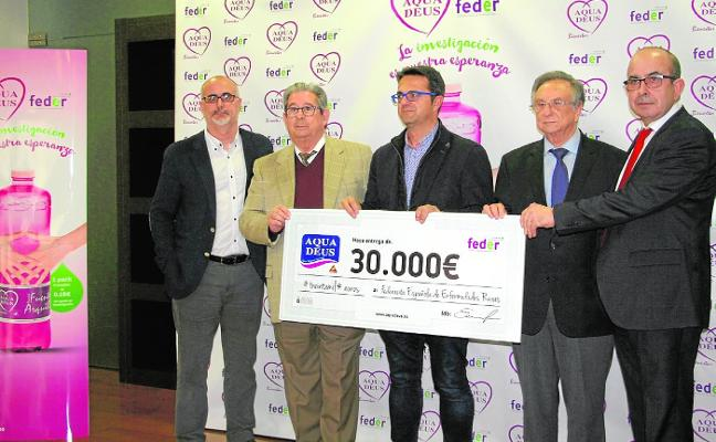 Aquadeus dona 30.000 euros a Feder para financiar proyectos de investigación