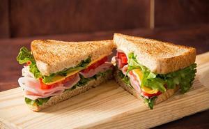 Cenar un sándwich para no engordar es un error
