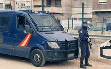 La Policía retira los subfusiles de la vigilancia en las vías del AVE