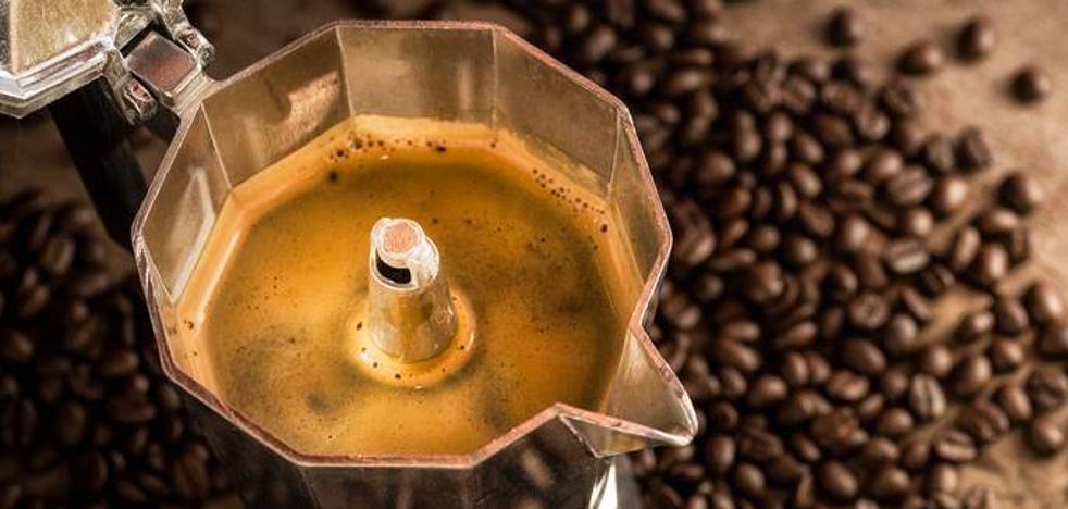 ¿Qué le pasaría a nuestro cuerpo si solo bebiésemos café?