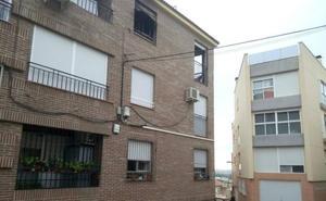 Fallece una mujer y otras dos personas resultan heridas graves en un incendio en Los Garres