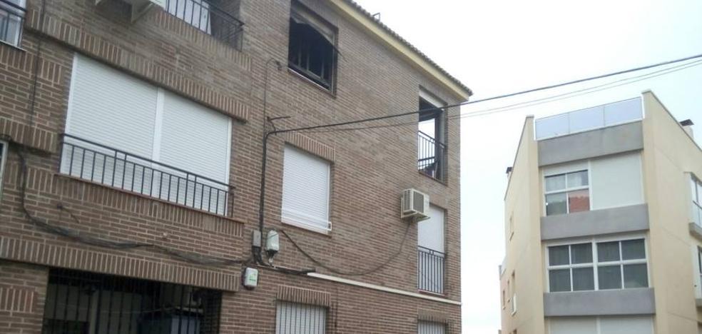 Un cigarro mal apagado, posible causa del incendio mortal en Los Garres