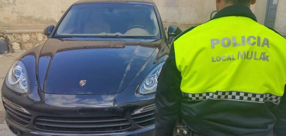 Dos detenidos al ser interceptados en Mula con un coche de alta gama robado