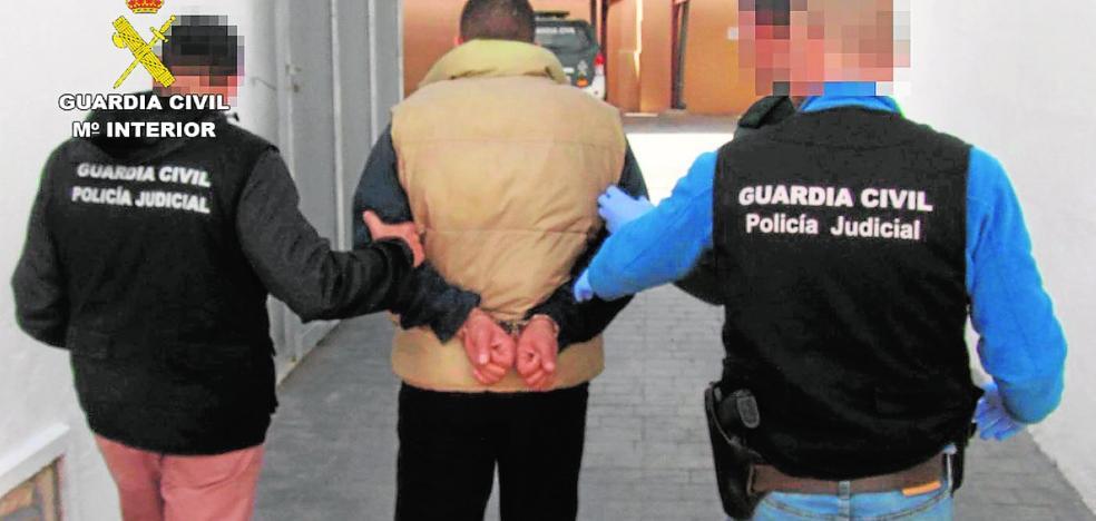 La Guardia Civil atrapa en un control en Mazarrón a un atracador fugado