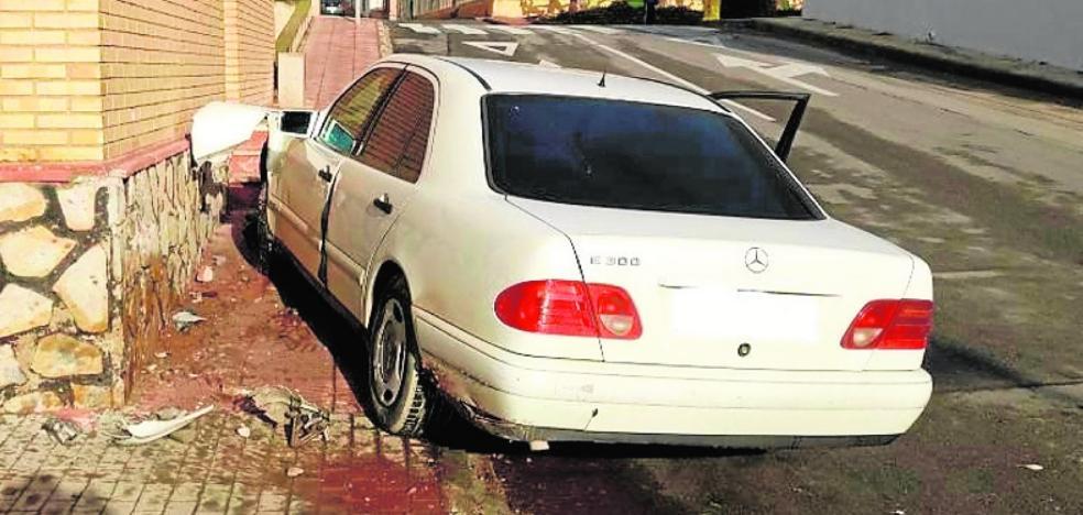 Se estrella con un Mercedes robado y da positivo en alcohol