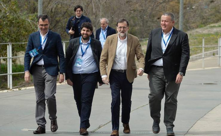 La facultad de Economía de la UMU se tiñe de azul con el congreso del PP