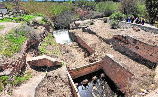 Los arqueólogos 'rescatan' la antigua Contraparada y el muro de Luzón