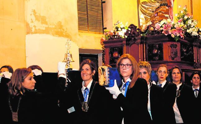 Bendicen el primer paso de la Semana Santa portado por mujeres