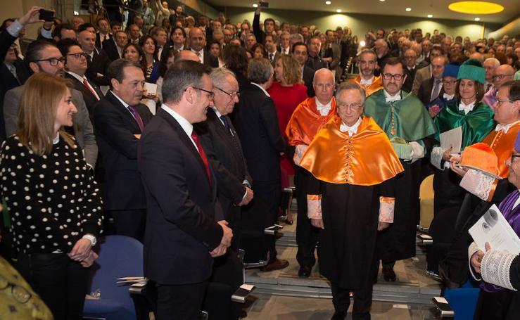 Investidura de Tomás Fuertes como doctor honoris causa por la UMU