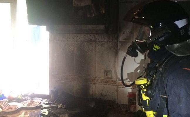 Una mujer sufre quemaduras al arder la campana extractora en su vivienda de Cartagena