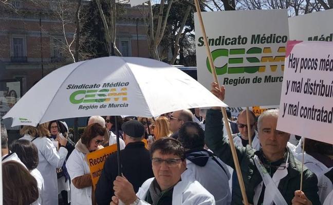 Salud cifra el seguimiento de la huelga de médicos en menos del 2%