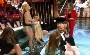 Nacho Montes le arranca la peluca a Leticia Sabater en pleno directo