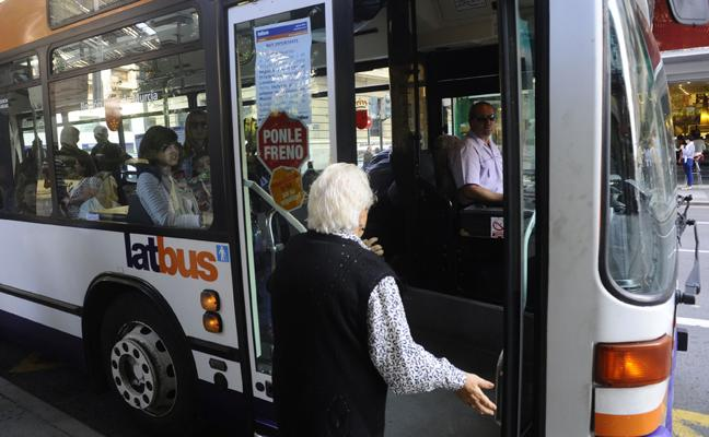 El Ayuntamiento asumirá las líneas de autobús de pedanías tras las elecciones de 2019