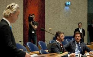 Un hombre intenta ahorcarse saltando desde la tribuna del Parlamento holandés