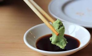 Acusan a una madre de abuso infantil por dar a su hija wasabi