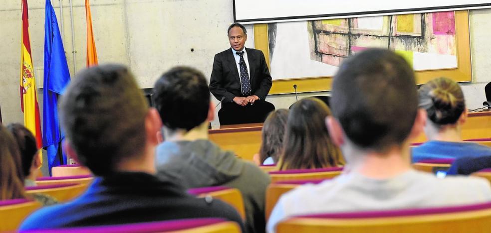 La UMU ofrece una conferencia sobre el turismo a nivel global