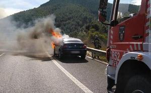 Arde un coche en el puerto de la Cadena