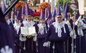 El número de penitentes sigue «al alza» en Murcia en una Semana Santa con más visitantes