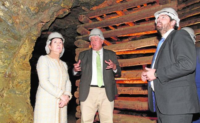 Ana Pastor baja a la mina