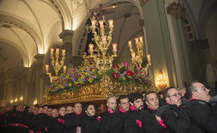Viernes de Dolores en Cartagena: La Virgen del Rosario aligera el paso