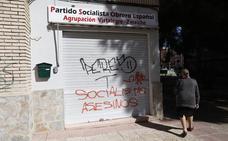 Pintadas de «asesinos» en la agrupación socialista Vistalegre-Zaraiche