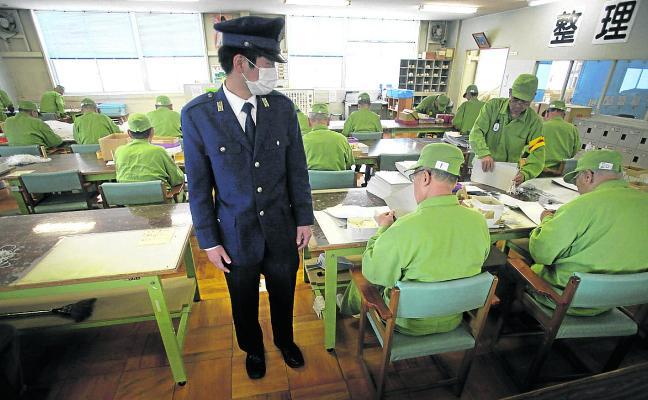 Ancianos que cometen delitos para al menos tener compañía en la cárcel