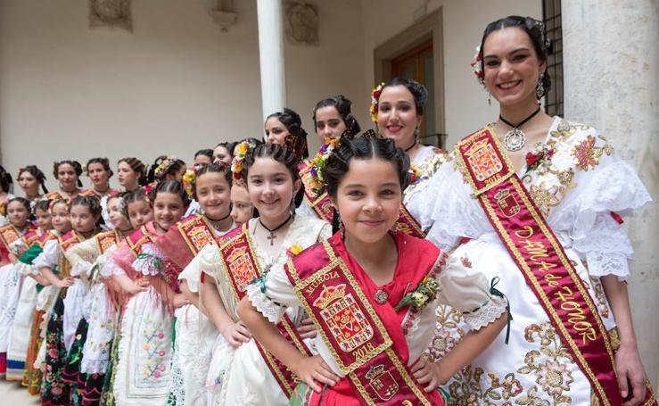 López Miras recibe en San Esteban a las reinas de la huerta y a sus damas