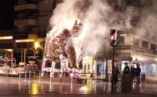Así ardió la escultura floral de Campillo en Murcia
