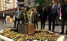 Instalan la escultura original de Campillo en el lugar de la réplica incendiada