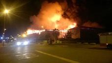 Extinguen un incendio en una nave agrícola en Totana