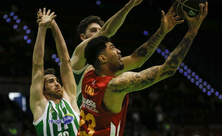 El UCAM vuelven a pasearse por Sevilla