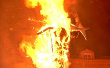 La quema de la Sardina pone el colofón a las Fiestas de Primavera