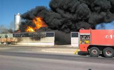 Arde por segunda semana consecutiva una planta de residuos en Santomera