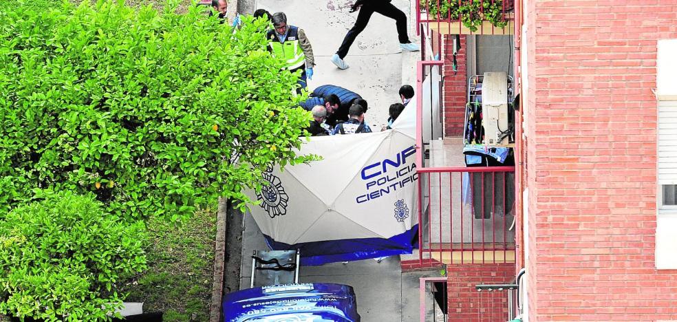Detenido por asesinar a cuchilladas a su esposa, una activista refugiada en Murcia