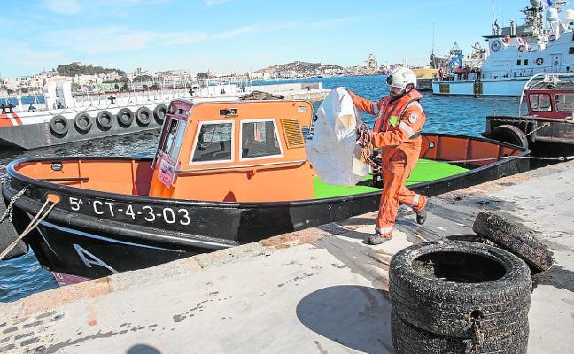 La recogida de basura en las dársenas del puerto crece un 34% durante el último año