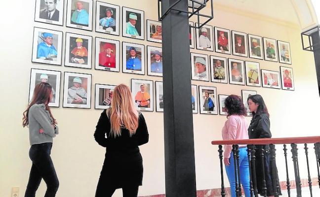 Nueva galería de doctores 'honoris causa' en el Rectorado