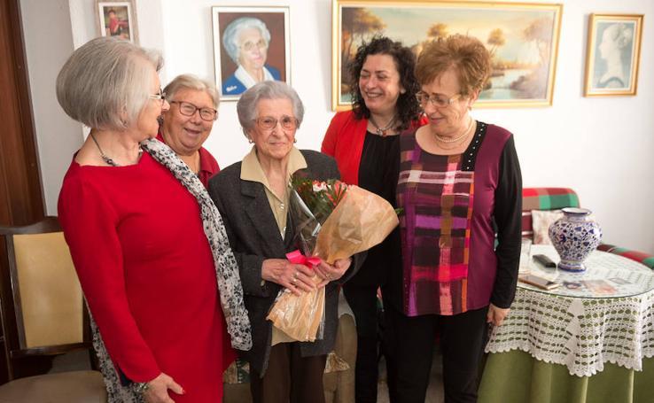 La 'abuela de Espinardo' sopla 103 velas