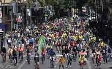 Un pelotón ciudadano toma la capital por una «movilidad sostenible»