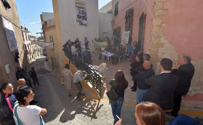 Vecinos de San Pedro exigen al Ayuntamiento que les devuelva su local social