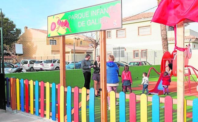 Inauguran una pista deportiva y un parque infantil en la zona oeste