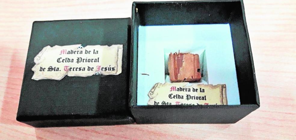 Donan a la hermandad del Carmen de Mula una reliquia de Santa Teresa de Jesús